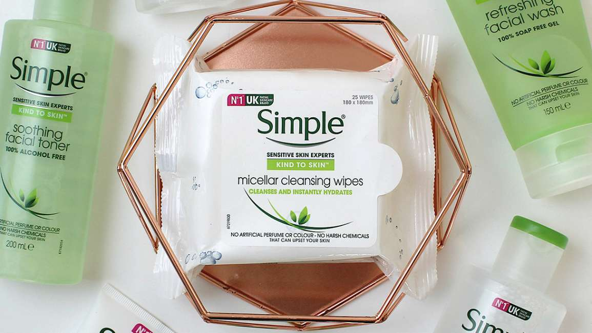 Proits nettoyants Simple® sur fond blanc