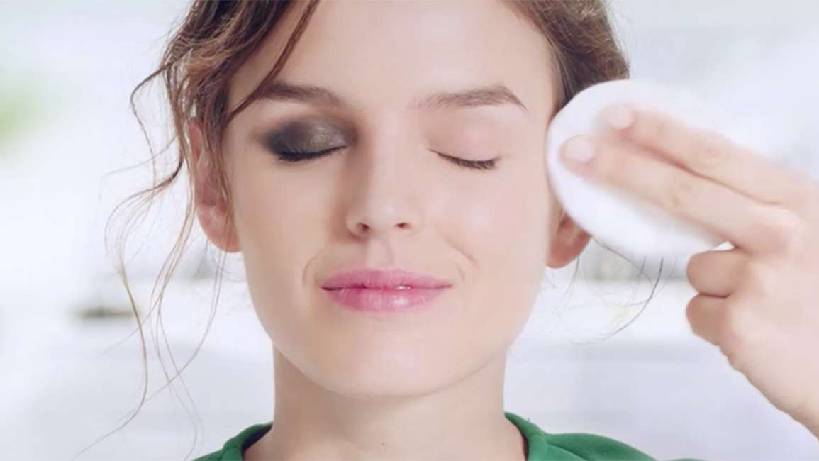 Simple How to remove your party make up green top wiping makeup Articl